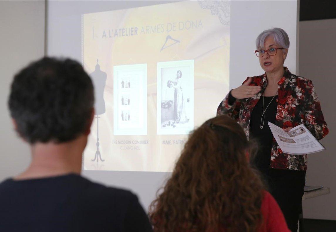 Gemma Navarro durante su conferencia sobre la historia de las magas, que fue de un enormeinterés.