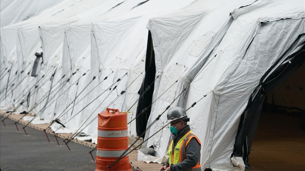 Nova York instal·la pel coronavirus un dipòsit de cadàvers improvisat al mateix lloc que l'11-S