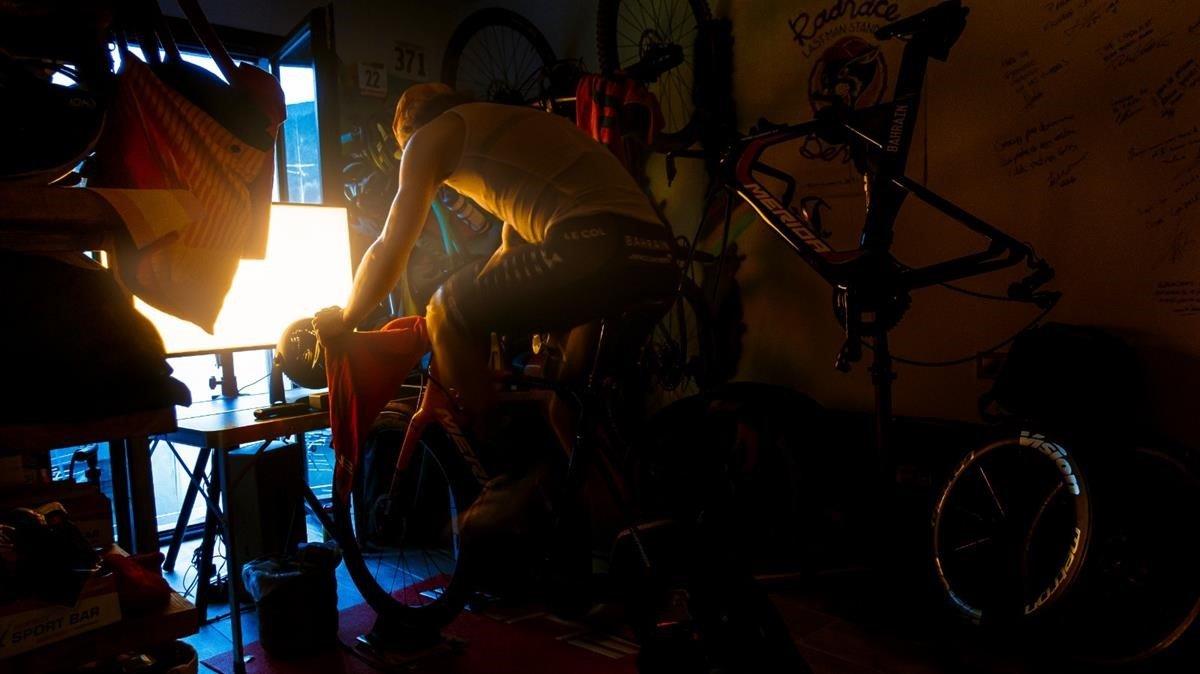 El ciclista profesional Iván García Cortina, bajo la dirección fotográfica de 'Brazo de Hierro'.