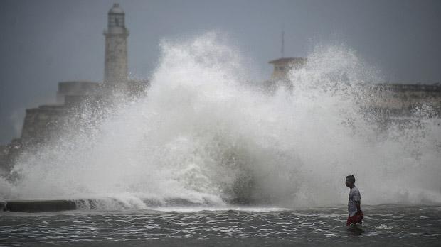 Irma pierde fuerza en Florida pero deja devastación y crisis a su paso