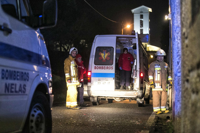 Vuit morts en un incendi en un poble de Portugal