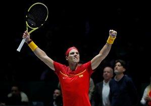 Rafa Nadal celebra el triunfo en su partido individual ante el ruso Kachanov en la Copa Davis.