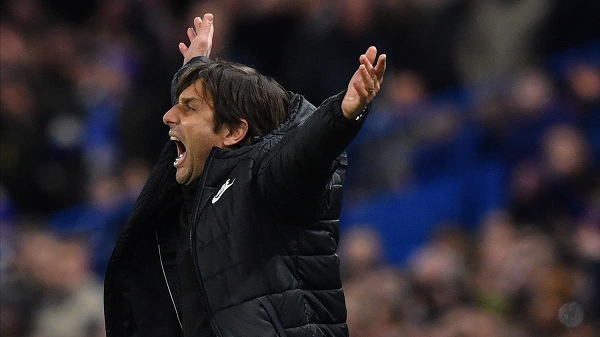 Antonio Conte, durante un momento del Chelsea-Barça.