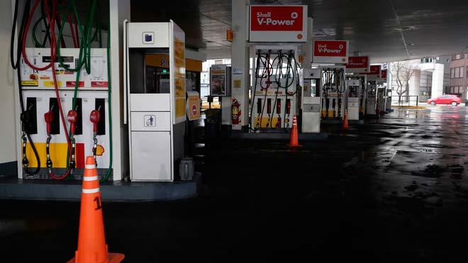 Argentina sufre un gran apagón que afecta también a Uruguay. En la foto, una gasolinera cerrada en Buenos Aires.