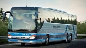 Un autocar de la empresa Alsa.