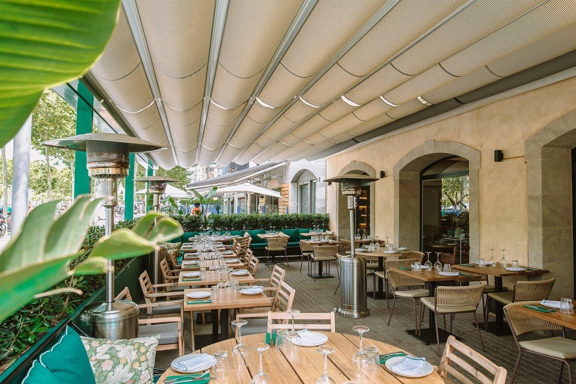 La terraza del restaurante Bivio, en el paseo de Joan de Borbó.