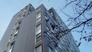 Bloque de 114 pisos en la Marina adquirido por el ayuntamiento para hacer vivienda social.