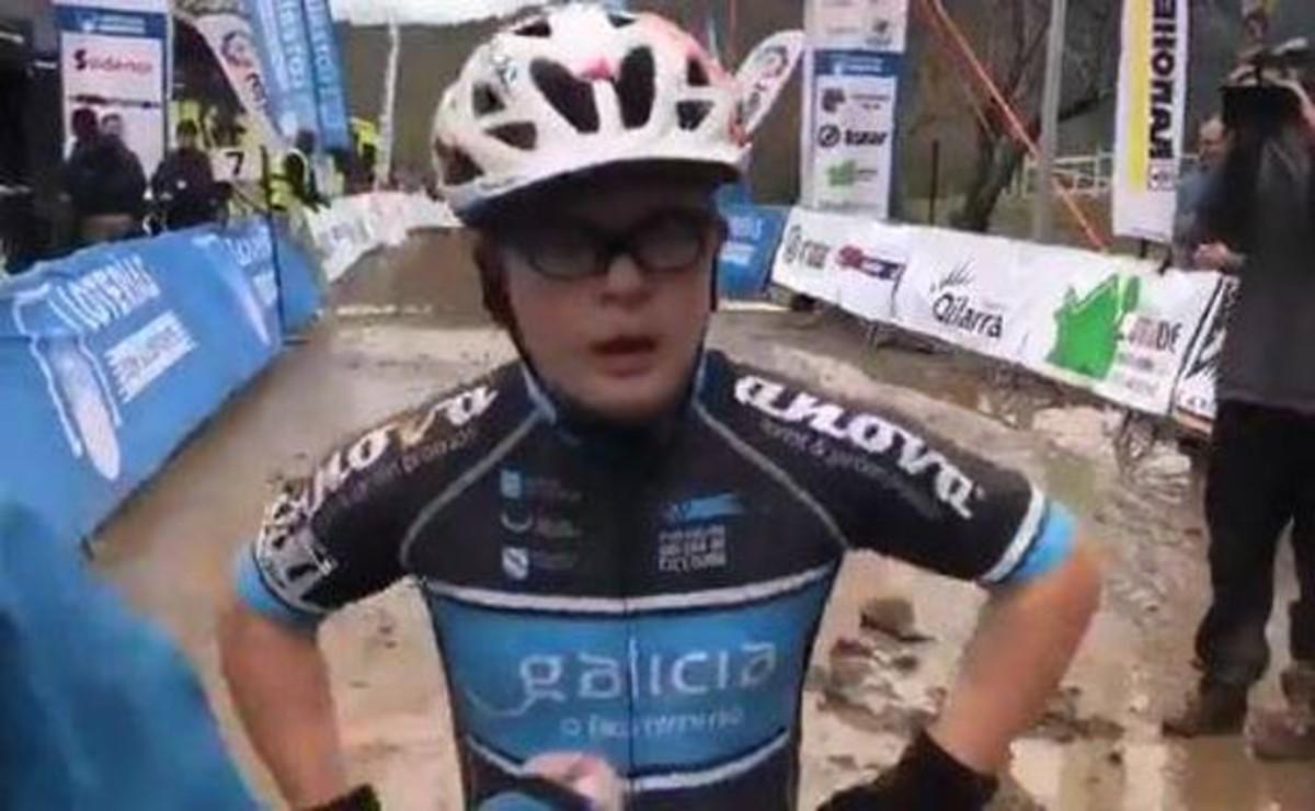 Borja Gómez, ciclista gallego con Síndrome de Down, al terminar la carrera del Campeonato de España cadete de ciclocross.