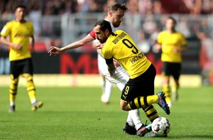 Dortmund (Germany), 11/05/2019.- Duesseldorfs Adam Bodzek (L) in action against Dortmunds Paco Alcacer (R) during the German Bundesliga soccer match between Borussia Dortmund and Fortuna Duesseldorf in Dortmund, Germany, 11 May 2019. (Alemania, Rusia) EFE/EPA/FRIEDEMANN VOGEL CONDITIONS - ATTENTION: The DFL regulations prohibit any use of photographs as image sequences and/or quasi-video.