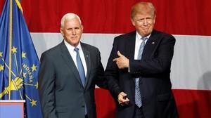 El candidato republicano a la presidencia de EEUU, Donald Trump (derecha), junto con el candidato a vicepresidente, Mike Pence.