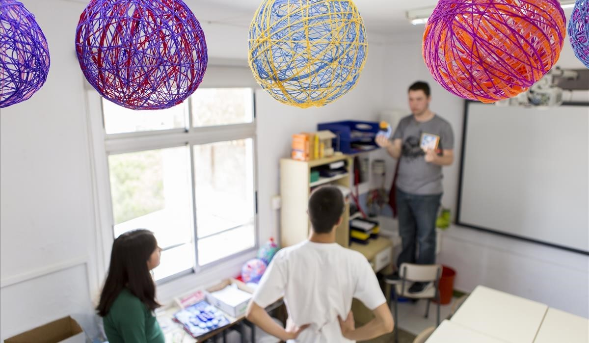 Clase de artes plásticas de la escuela de educación especial Rel.