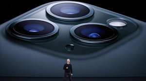 El consejero delegado de Apple, Tim Cook, presenta los nuevos iPhone 11 Pro.