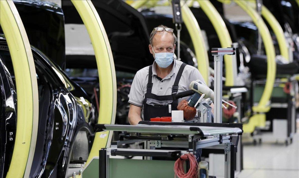 Alemania acelera su recuperación con un alza del 27,9% de los pedidos industriales
