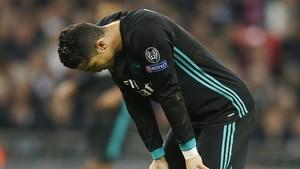 Cristiano Ronaldo se lamenta de una ocasión fallada ante el Tottenham en Wembley.
