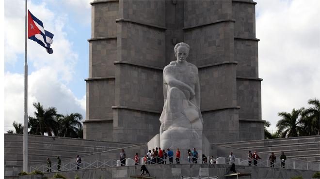Las cenizas del líder revolucionario permanecerán allí hasta la tarde del martes