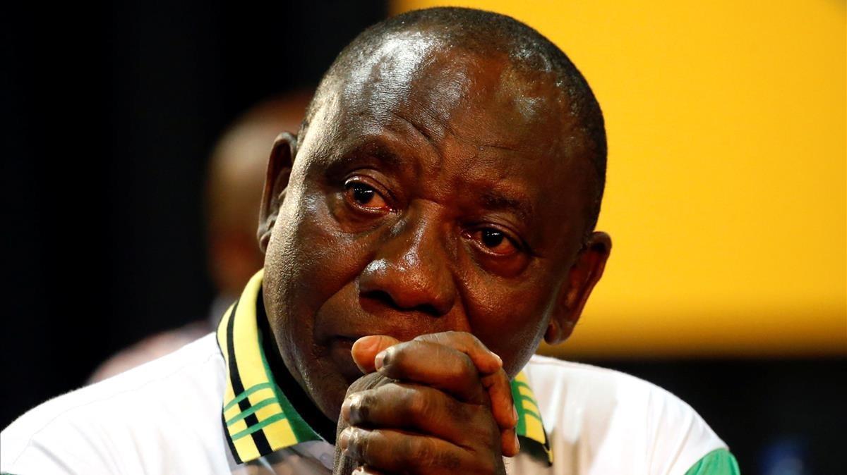Cyril Ramaphosa, emocionado tras su elección como líder del CNA.