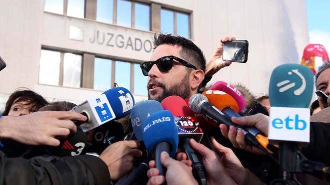 Dani Mateo es nega a declarar davant del jutge per mocar-se amb la bandera d'Espanya
