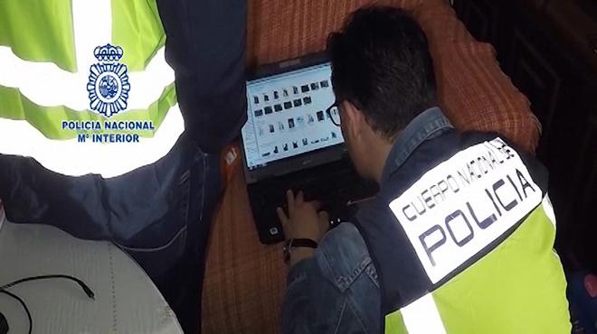 Detenido en Córdoba a un monitor de baloncesto, de 25 años de edad, que poseía material pedófilo.