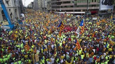 Diada de Catalunya a la zona de passeig de Gràcia amb Aragó. CARLOS MONTAÑÉS