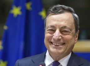 BRU02 BRUSELAS (BÉLGICA) 29/05/2017.- El presidente del Banco Central Europeo (BCE), Mario Draghi, asiste a la Comisión de Asuntos Económicos del Parlamento Europeo, en Bruselas (Bélgica) hoy, 29 de mayo de 2017. Draghi instió a los bancos a prepararse a tiempo para las consecuencias del brexit, la salida de Reino Unido de la Unión Europea (UE), y admitió que el proceso genera riesgos para la supervisión comunitaria de las entidades. EFE/Stephanie Lecocq