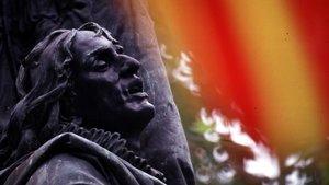 La estatua de Rafael de Casanova,en una Diada de los años 80.