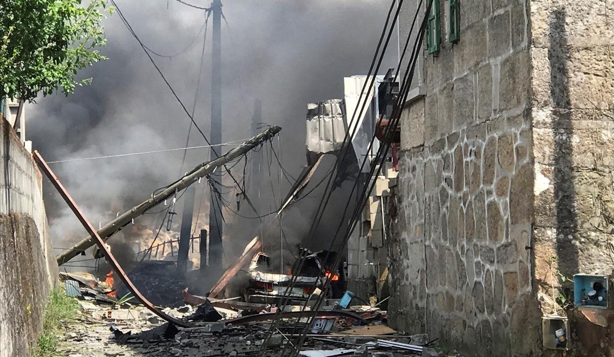 Destrozosprovocados por la explosión en una vivienda en Tui (Pontevedra)