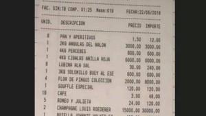 La factura de Casa Parrondo, en Madrid, de casi 50.000 euros que pagaron ocho empresarios.