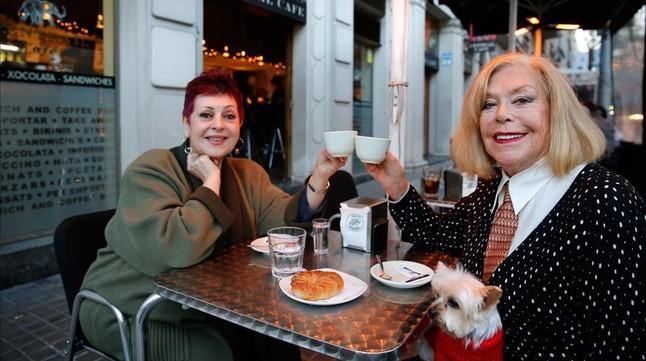 TERESA GIMPERA Y AMPARO MORENO En el Central Café (Calvet, 1-3)