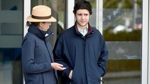 Froilán junto a su madre, la infanta Elena, a la salida del Hospital Universitario La Moraleja.