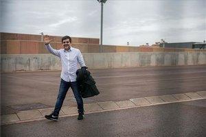El presidente de la ANC Jordi Sanchez acompañado por su esposa e hija saliendo de premiso de fin de semana de la cárcel de Lledoners.