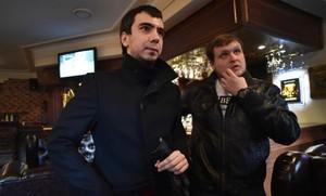 VladimirKuznetsov, a la izquierda, y Alexei Stolyarov, a la derecha, los dos humoristas rusos que gastaron una broma a la ministra De Cospedal.