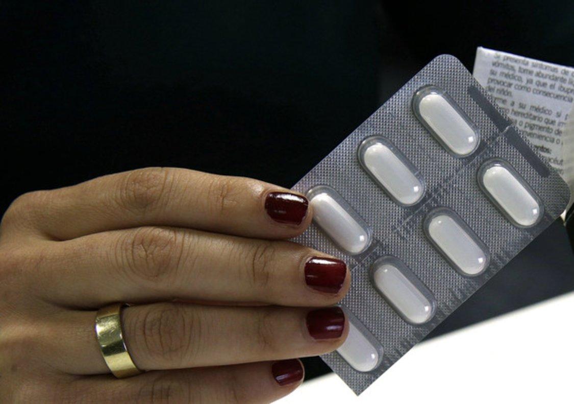 El ibuprofeno, uno de los fármacos más usados para tratar dolor y fiebre.