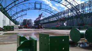 Obras de construcción de uno de los almacenes de ICL en el puerto de Barcelona.