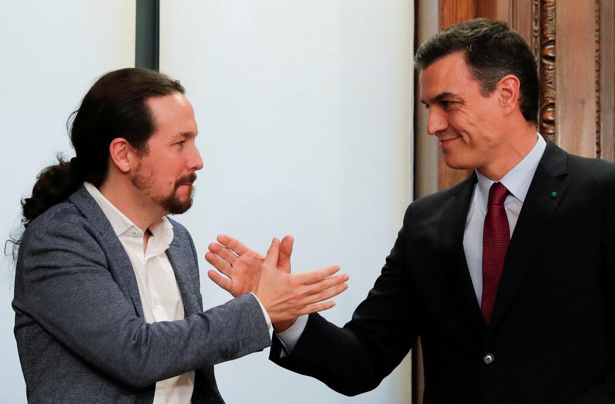 Iglesias y Sánchez, tras firmar el acuerdo del Gobierno de coalición.