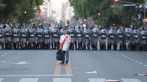 La imagen previa al caos frente al estadio del River Plate, en Buenos Aires.