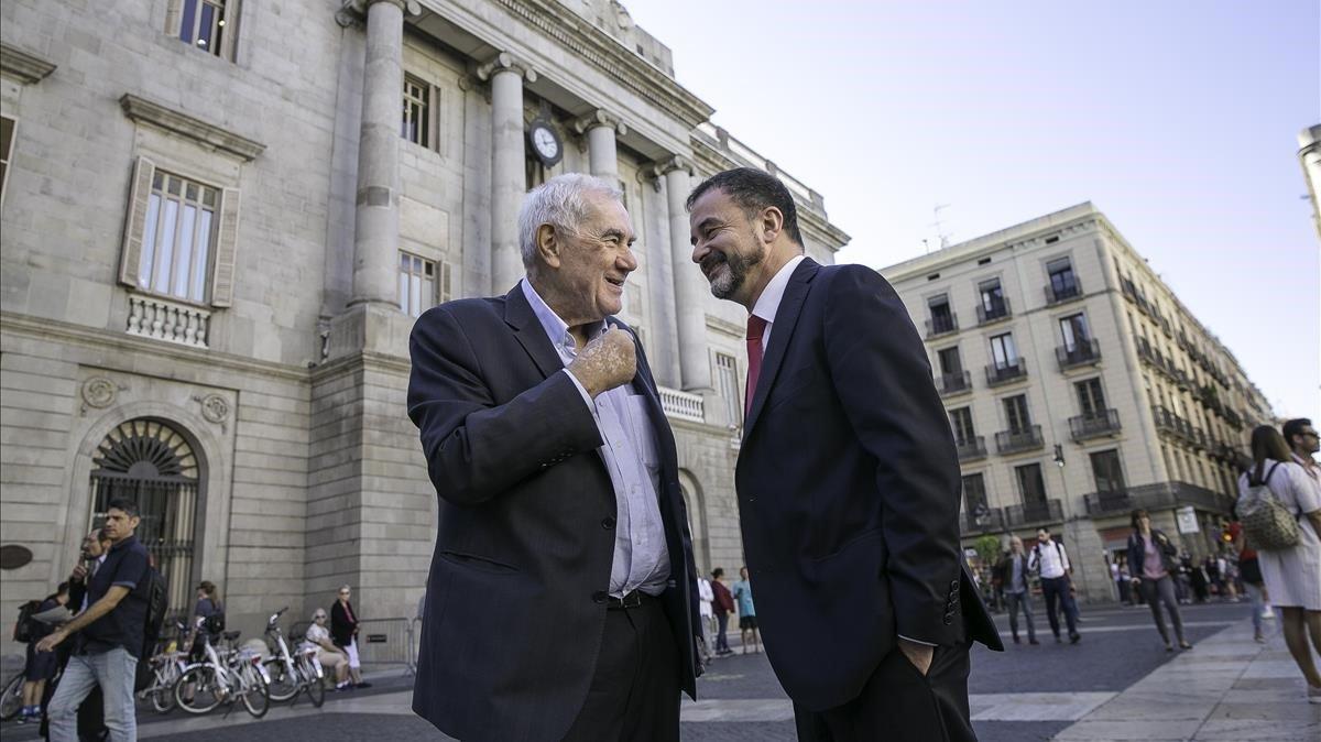 Maragall y Boschescenifican su relevoen la plaza de Sant Jaume, en septiembre.