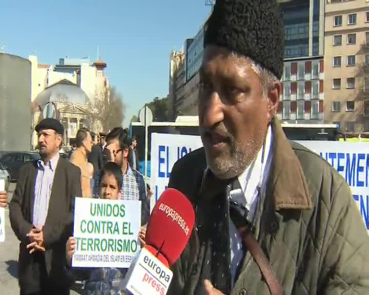 El portavoz de la Comunidad Hasmadia en España, Kamar Fazal, que ha asistido al homenaje a las víctimas del 11M en Atocha por su 13º aniversario. Fazal ha insistido en que el Islam no tiene nada que ver con la violencia.