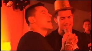 Kevin Roldan y Cristiano cantan en la fiesta de cumpleaños tras el derbi.