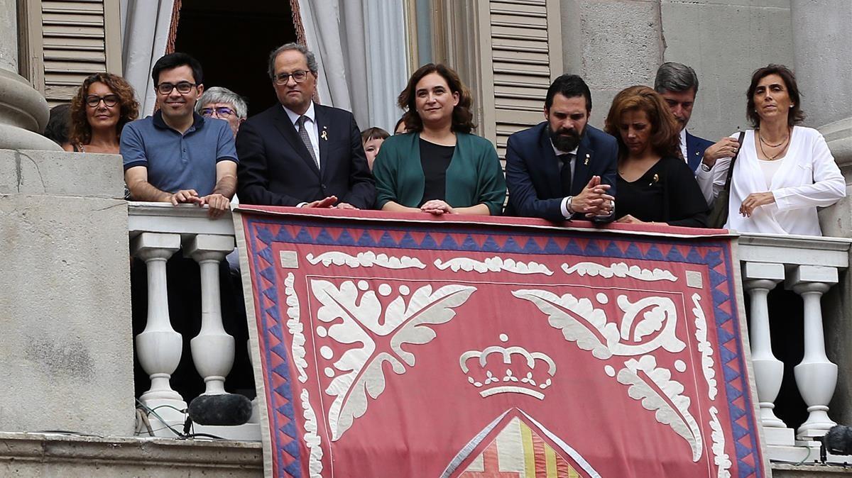 El PP i Ciutadans planten Torra i Colau al balcó de Sant Jaume
