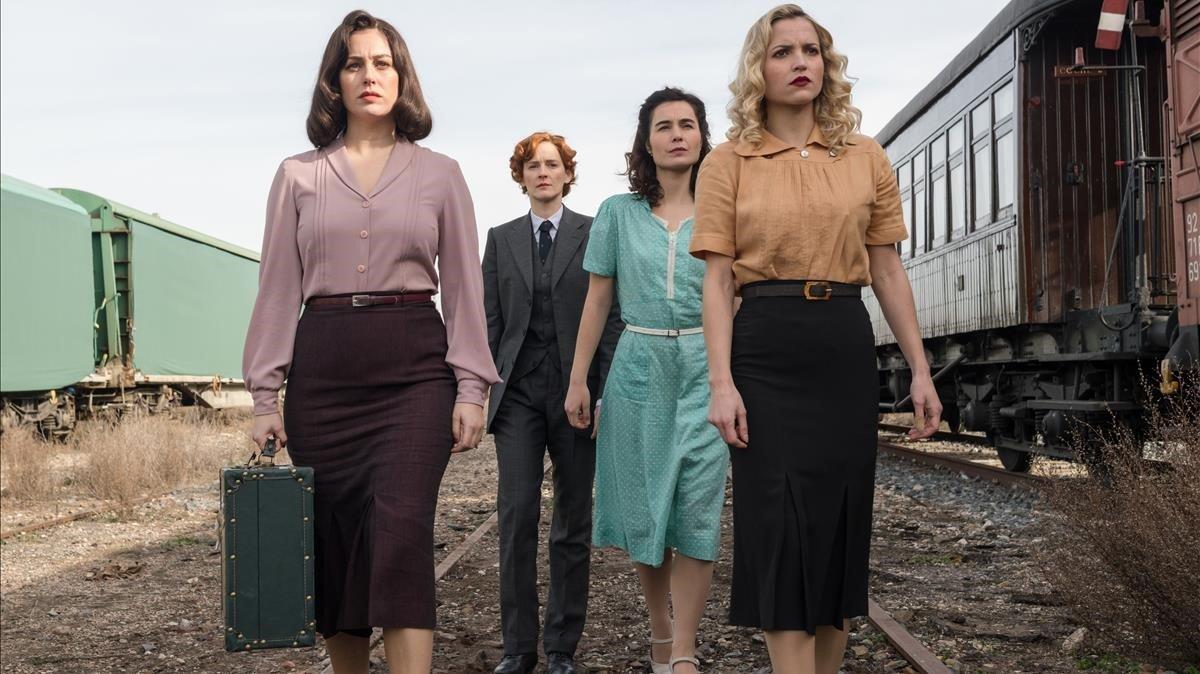 Blanca Suárez, Ana Polvorosa, Nadia de Santiago y Ana Fernández, en el último episodio de 'Las chicas del cable'.