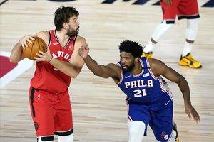 Només queda una plaça en joc per als 'play-off' de la NBA
