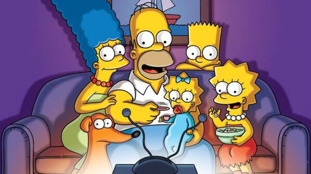 Los Simpson se sientan para ver su vigesimoquinta temporada.