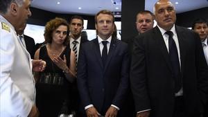 Macron, junto al primer ministro búlgaro, Boyko Borissov, en Varna.