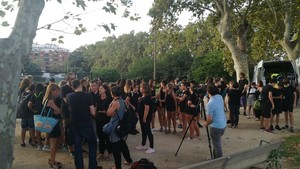 Manifestación delante de las obras del INS La Riera de Badalona.