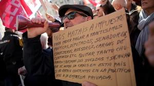 Manifestacion de jubilados ante el Congreso de los Diputados, este 18 de enero del 2018.