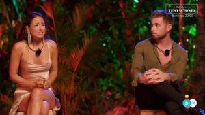 Melyssa y Tom Brusse, participantes de 'La isla de las tentaciones 2', en su hoguera de confrontación.