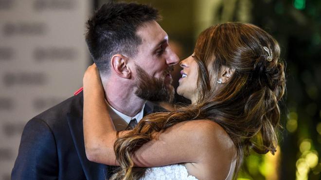 El 'sí, quiero' de Messi y Antonella da la vuelta al planeta fútbol