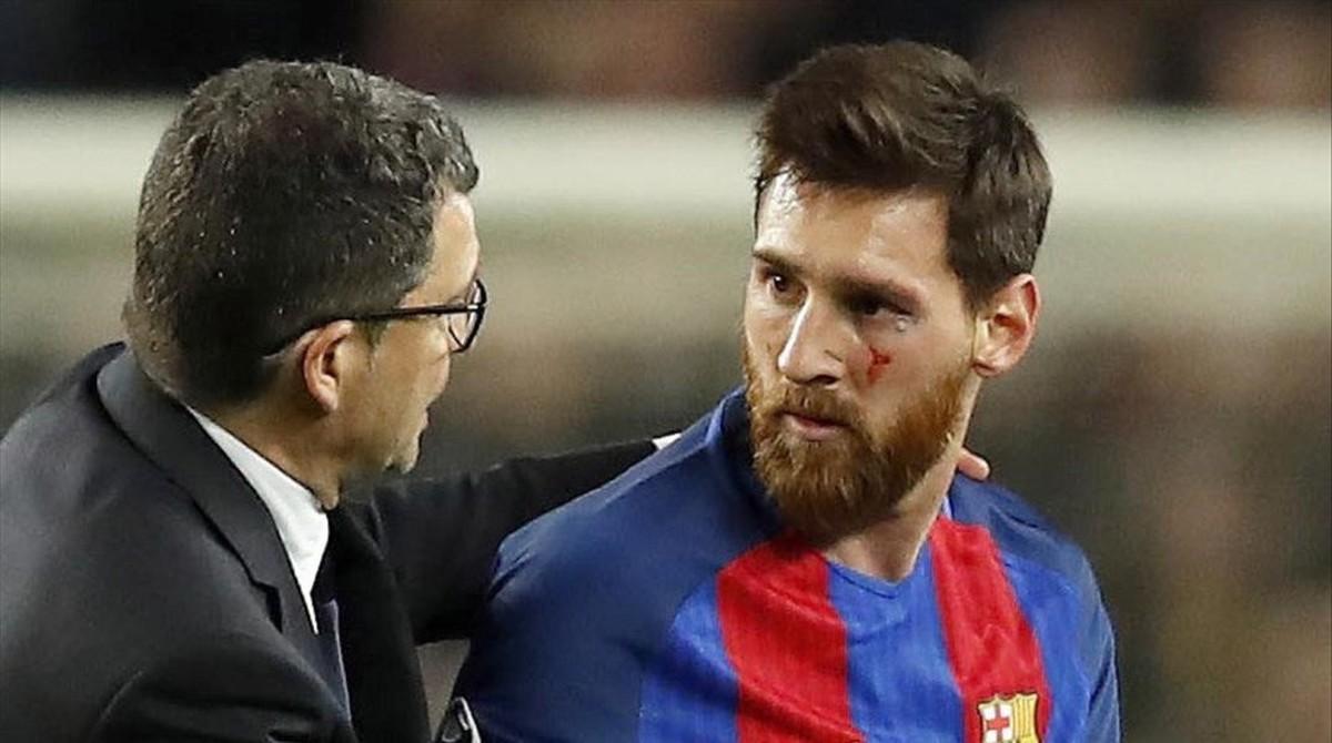 Messi, con un corte en el pómulo durante el partido contra la Juventus.