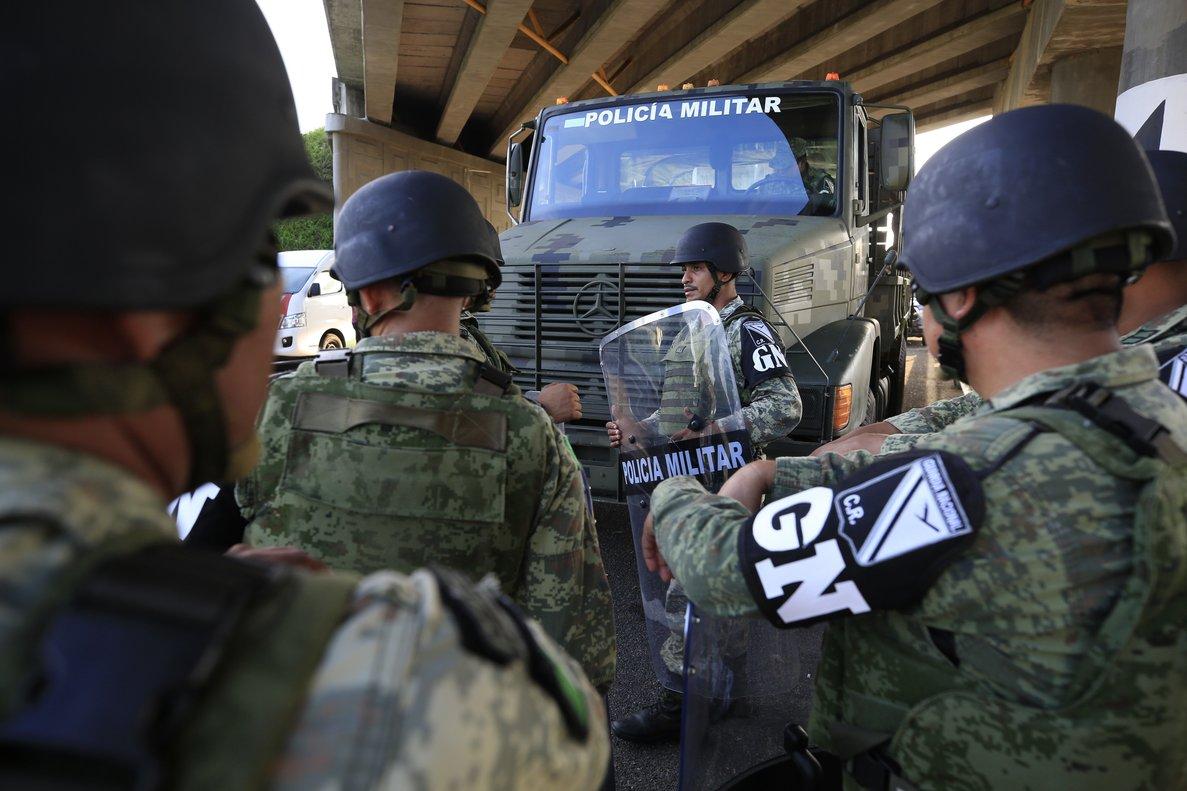 La Guardia Nacional en un punto de revisión para controlar la inmigración ilegal en México.