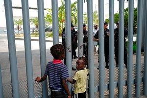 Los niños africanos en el Instituo Nacionalde Migración en la frontera sur de México.
